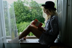 Book-bottles-girl-hat-favim.com-532414_large