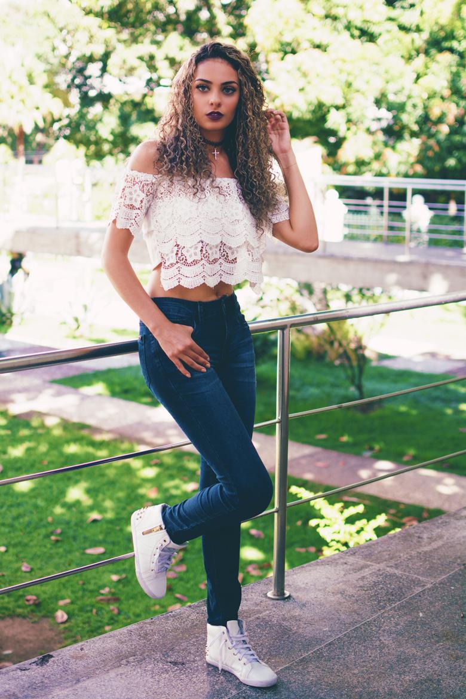 look+do+dia+calça+cintura+alta+blusa+ciganinha