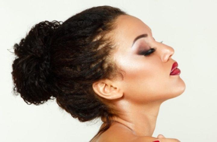 Prender os cabelos em um nó estraga o cabelo?